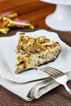 Twix Cheesecake Pie ~ if you love Twix candy bars, you will love them even more in this creamy cheesecake pie!   www.thekitchenismyplayground.com #chocolates #sweet #yummy #delicious #food #chocolaterecipes #choco #chocolate