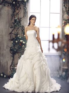 @vogue 2012 A-line-Asymmetric Waist Strapless Organza Floor-Length Chapel-Train-#WeddingDress