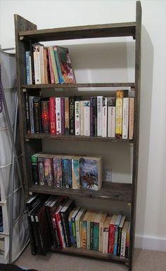 DIY Bookshelf Ideas with Pallet Wood