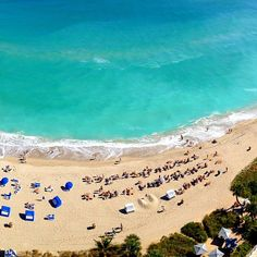 The blue waters, sandy coast, and buzzing scene, make #Miami hard to beat. Photo courtesy of ayprentals's #TLPicks on Instagram.