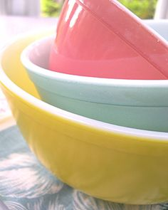 Vintage Pyrex Nesting Bowls  I have these