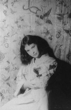Gloria Vanderbilt in 1958. Photo by Carl van Vechten. Vanderbilt (b. 1924) is an American artist, author, actress, heiress, and socialite most noted as an early developer of designer blue jeans. She is a member of the prominent Vanderbilt family of New York and the mother of CNN's Anderson Cooper.