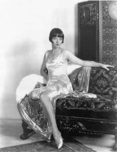 Oh Louise! Didn't realize how sexy she was until I saw this photo— vintag, louise brooks, flapper dresses, silent film, 1920s style, jazz age, louis brook, fashion poses, flappers