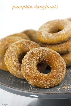YUM! Pumpkin Doughnuts Tossed in Cinnamon & Sugar | #pumpkin #doughnuts #donuts #fall #pumpkindonuts