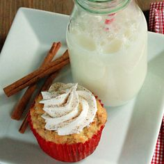 OH WOW! Check out this recipe for french toast cupcakes with cool whip frosting! Toast Cupcak, Coupons, Brunches, Cupcakes, Vanilla Extract, Breakfast In Bed, Sweet Treats, French Toast Muffins, Breakfast Brunch