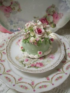 Beautiful mini cake.