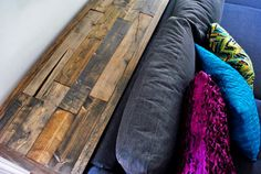 12 ft long pallet inspired DIY living room console table. Awesome blog.