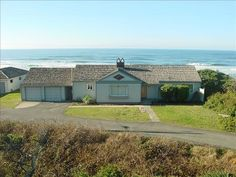 4 bedroom, $130 night VRBO.com #158035 - Ocean Front Home in the Heart of Newport & Now with New Master Suite