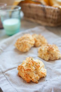 Red Lobster Cheddar Bay Biscuits Recipe...copycat recipe that is like real | rasamalaysia.com #redlobster #biscuits