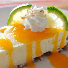 Cheesecake de coco e limão com calda de manga