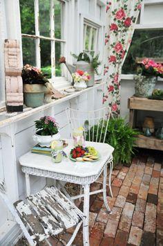 http://heatherbullard.com/portfolio.php Perfect tea party setup