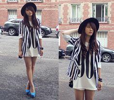90s Tank, Black And White Stripes Blazer, Zara Hat, Nicholas Kirkwood Pump Shoes