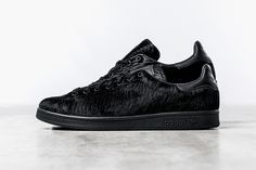 opening-ceremony-x-adidas-originals-stan-smith-black-pony-hair-01