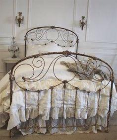 Antique iron bed - Lady-Gray-Dreams