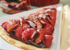 pizza de chocolate com morango- A Brazilian Favorite of Mine! I dream about this pizza...literally.
