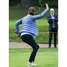 Crown Princess Mary handed out the prize to Asserbo Golf Club's junior section for their collection to the Children's Aid Day