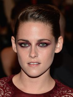 Kristen's maroon shadow perfectly matches her outfit and is so flattering against her bright green eyes.