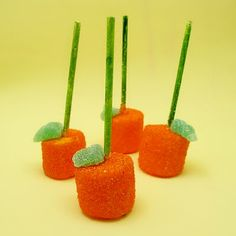 I am thinking this could be cute dessert for the kids at the cabin at Thanksgiving!