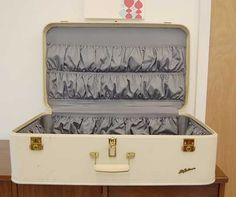 Google Image Result for http://i-cdn.apartmenttherapy.com/uimages/chicago/8-21-08suitcase5.jpg