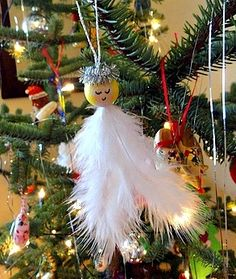 Feather Angel Ornament #christmascraftsforkids #ChristmasWonderland