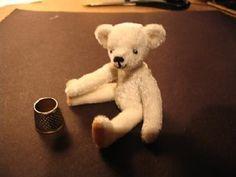 miniature bear pattern and tutorial Osito de peluche paso a paso - faire un ours pas à pas