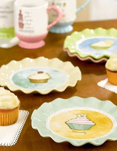 I want a cute little dessert set like this!