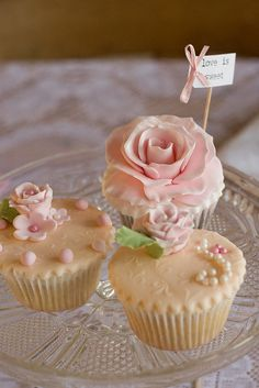 Vintage pearl and lace cupcakes by www.vintageandcake.co.uk, via Flickr