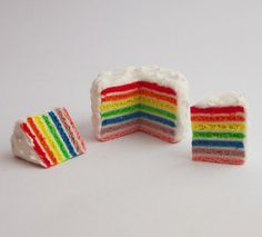 Rainbow cake, must make soon.