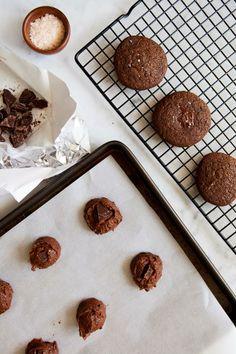 Double Chocolate Sea Salt Cookies / blog.jchongstudio.com