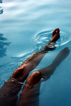 leg, dip, pool, blue lagoon, sea, cruis, blog, island life, tan