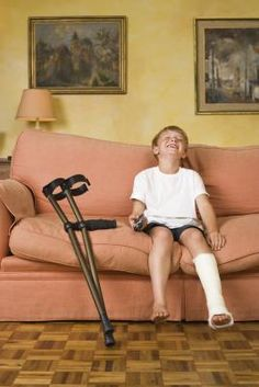 Activities for a Child With a Broken Leg