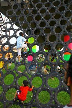 Un espacio público recuperado con #reuso de neumáticos en la ciudad de Lima x Basurama con colaboración de artistas, ong's, diseñadores y arquitectos locales. +basurama.org