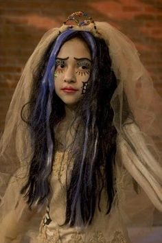 Maya in the Moment: DIY Corpse Bride Costume  http://mayamurillo.blogspot.co.uk/2011/10/diy-corpse-bride-costume.html