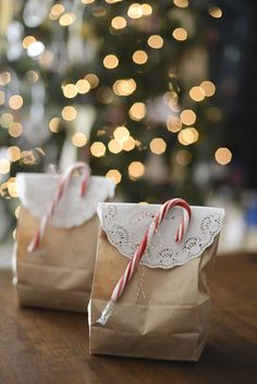 Simple Christmas packaging with cane and doily #christmaspackaging #packagingideas