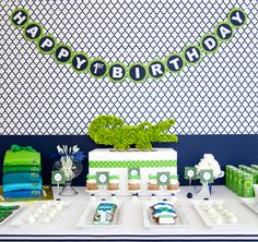 Love the quatrefoil backdrop and gator