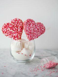 Rice Krispie Valentine Lollipops