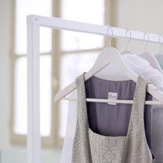 Ideas para colgar ropa pebble hangers burros on - Barra colgar ropa ...
