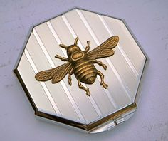 bee compact with mirror