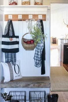 Gorgeous fall entryway from The Wood Grain Cottage (Shayna's house is always full of incredible DIY inspiration!)