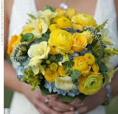 yellow flowers, yellow weddings, yellow wedding flowers, wedding bouquets, colors, yellow bouquets, buttons, blue bouquets, blues