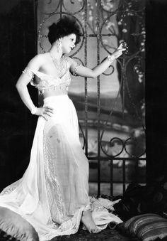 Clara Bow, 1929.