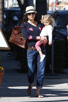 Bethenny Frankel: Heart Sweater, boyfriend jeans