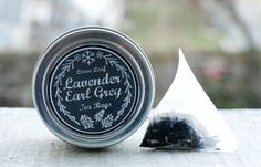 Homemade Christmas Gift Idea - Easy DIY Tea Tin with Printable Chalkboard Labels