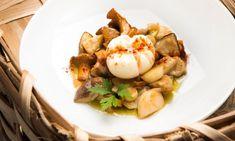 Receta de Karlos Arguiñano de huevos flor acompañados de setas en escabeche, un plato saludable y fácil de preparar. #huevos #setas
