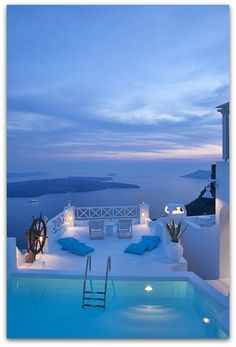 [Santorini, Greece] looks relaxing