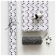 molly meg panda gift wrap x 3