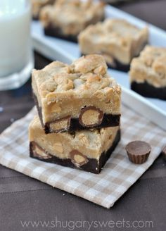 Peanut Butter Brookies: brownie base topped with peanut butter cookie and Reese's, a perfect treat! #reeses #brownies