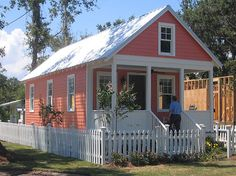 "A ""Katrina Cottage"" in New Orleans."