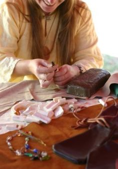 """Now, easier than ever...    """"Discover Everything You Need To Know About #Leather Craft In One Lazy Afternoon... Even If You're A Beginner!"""""""