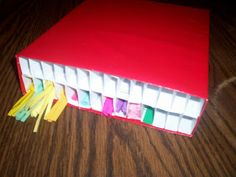 A storage for quilling strips. Tutorial at http://icreatepurtythangs.blogspot.com